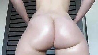 Devours Twerking Ass